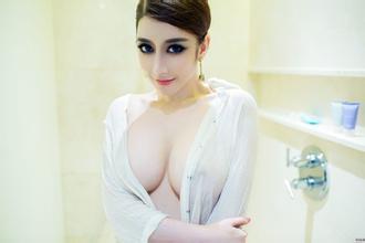 性感嫩模妩媚的内衣